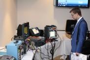 Участники конференции знакомятся с оборудованием