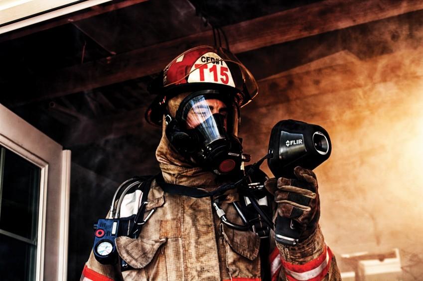 Пожарный с тепловизором FLIR K2