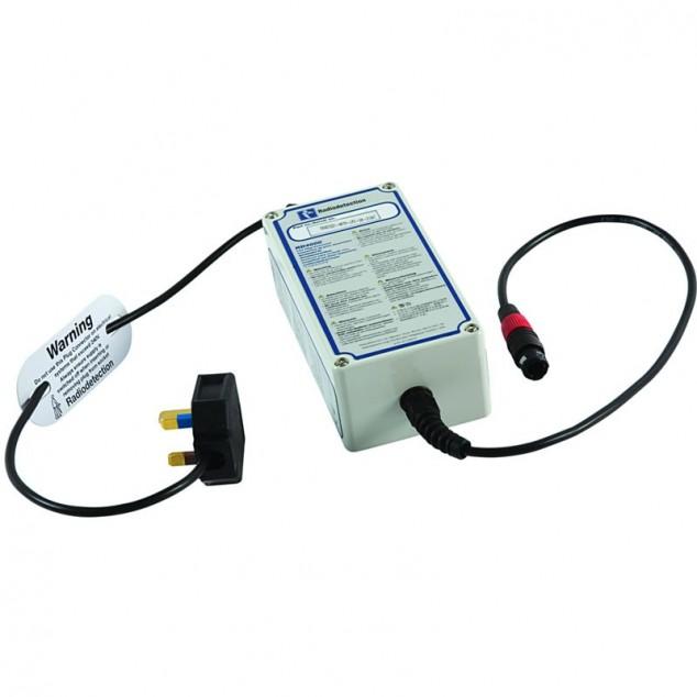 Адаптер подачи сигнала в электросетевую розетку под напряжением
