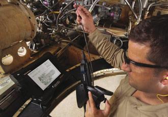 На мониторе iPLEX RX отображается руководство в формате PDF при выполнении эндоскопического контроля